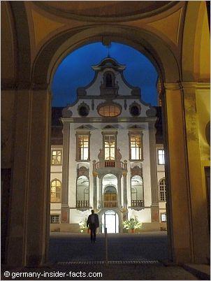 st mang courtyard at night