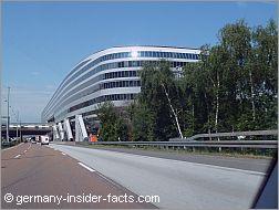 modern-squaire-building