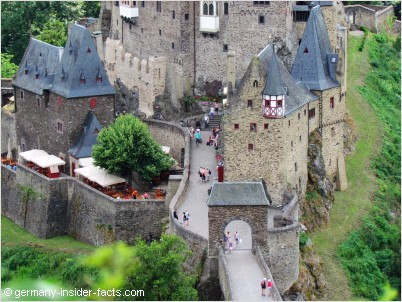 eltz castle entrance