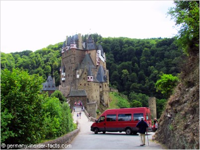 shuttle bus at eltz castle