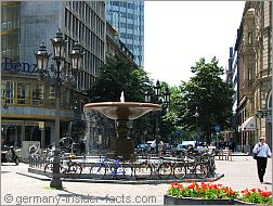 lively kaiserplatz square in frankfurt