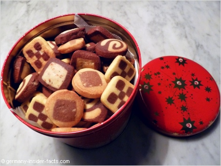 box with christmas cookies