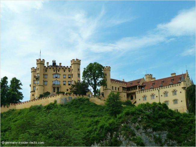 Hohenschwangau Castle - Visit the castle & Hohenschwangau village