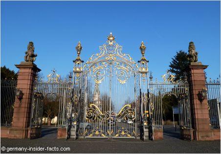 beautiful entrance door schloss philippsruhe