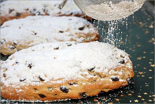 sugaring a christmas stollen